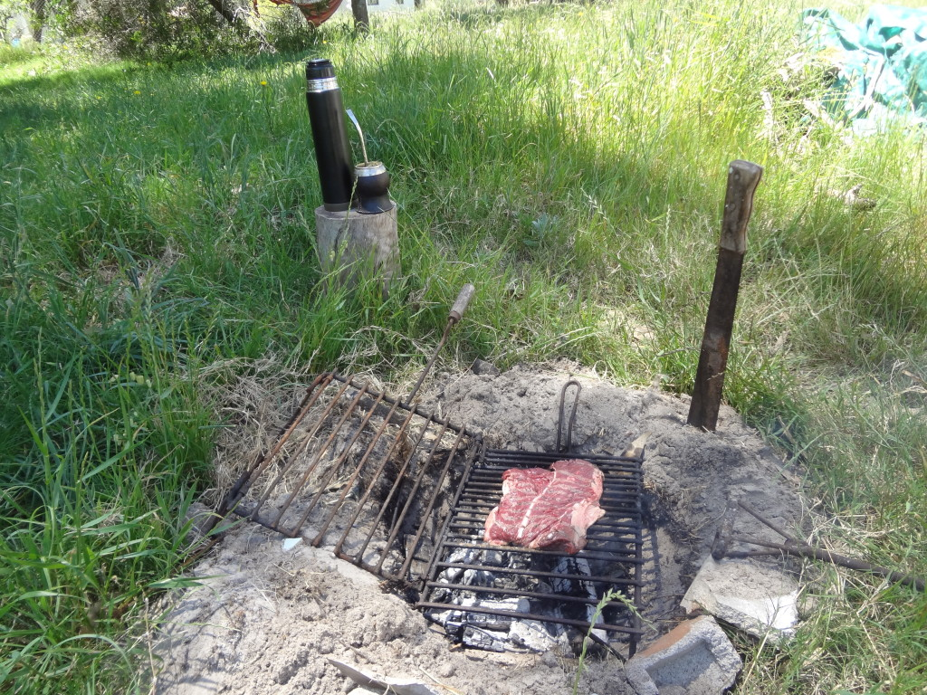Asado grillen und Mate trinken in Uruguay